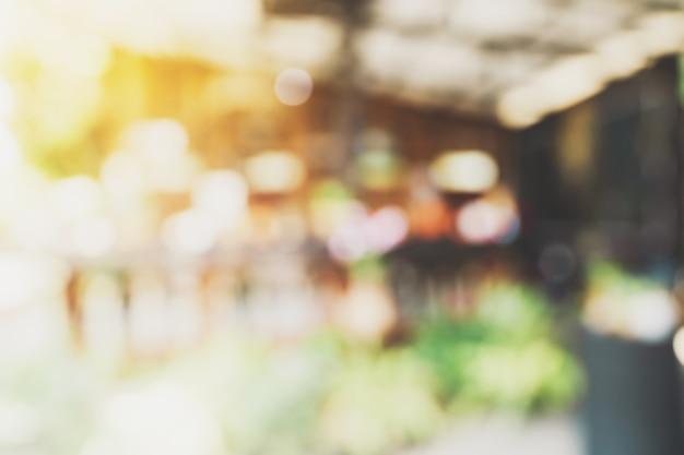 Luce sfocata astratta nella caffetteria e nella caffetteria con sfondo bokeh