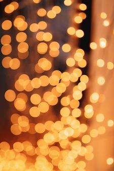 Luci astratte del bokeh con luci soffuse della ghirlanda del fondo della luce su un fondo nero