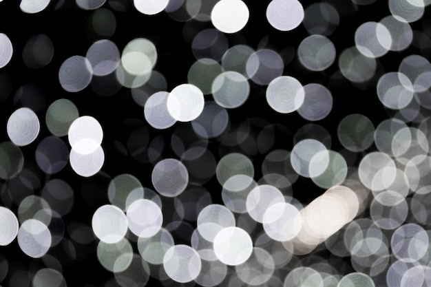 Bokeh astratto di luci della città bianca su sfondo nero