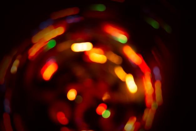 Fondo circolare astratto del bokeh con lo spazio della copia. bokeh luminoso astratto su priorità bassa nera. sfondo sfocato luci glitter.