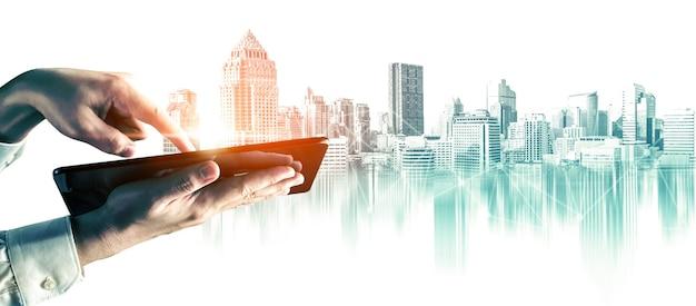 Città astratta skyline della città area metropolitana in stile contemporaneo di colore ed effetti futuristici. immobiliare e sviluppo immobiliare. innovativo concetto di architettura e ingegneria.
