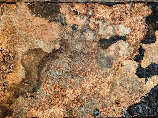 Primo piano astratto sul vecchio fondo danneggiato di struttura del compensato di legno