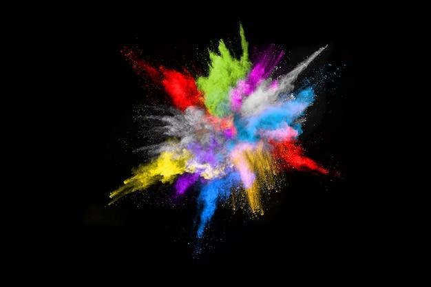 Esplosione di polvere colorata estratto su fondo nero fondo splatted polvere astratta.