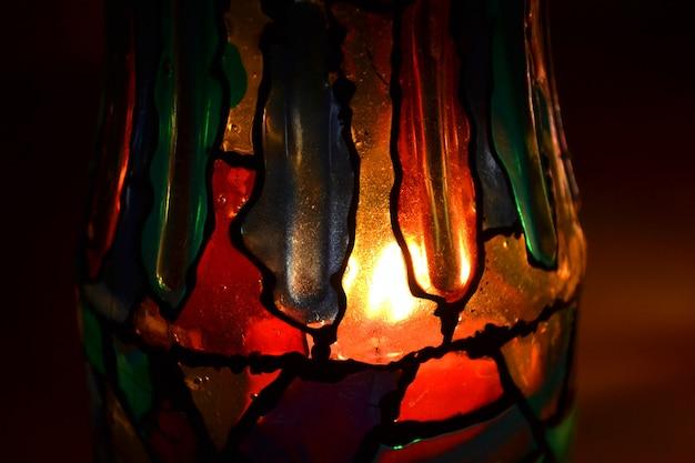 Disegno astratto vernice vetrata su un vetro