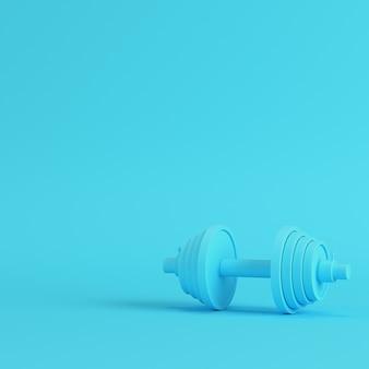 Manubrio astratto su sfondo blu brillante
