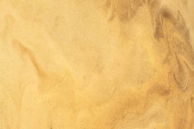 Colori dorati scuri del fondo di arte fluida astratta. marmo liquido. dipinto acrilico su tela con sfumatura gialla lucida. sfondo di inchiostro alcolico con motivo ondulato di perle.