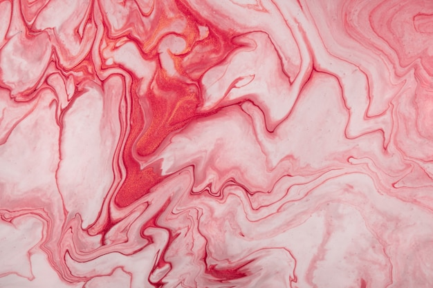 Astratto arte fluida sfondo rosso scuro e colori bianchi. marmo liquido. dipinto acrilico su tela con sfumatura rosa e schizzi