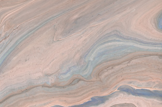Astratto fluido arte sfondo beige chiaro e blu. marmo liquido. dipinto acrilico con sfumatura marrone e schizzi. sfondo acquerello con motivo ondulato. sezione in pietra marmorizzata.