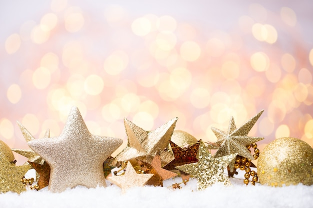 Bokeh astratto dell'oro natale e anno nuovo sfondo a tema