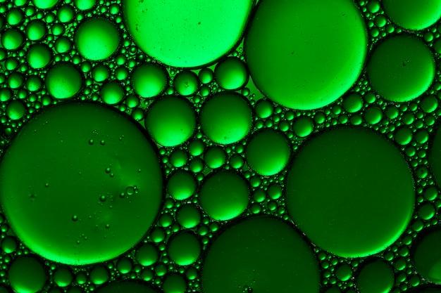 Priorità bassa astratta delle bolle dell'acqua verde. gocce di acqua verde sfondo