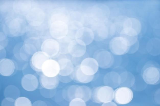Astratto sfondo azzurro con bokeh bianco