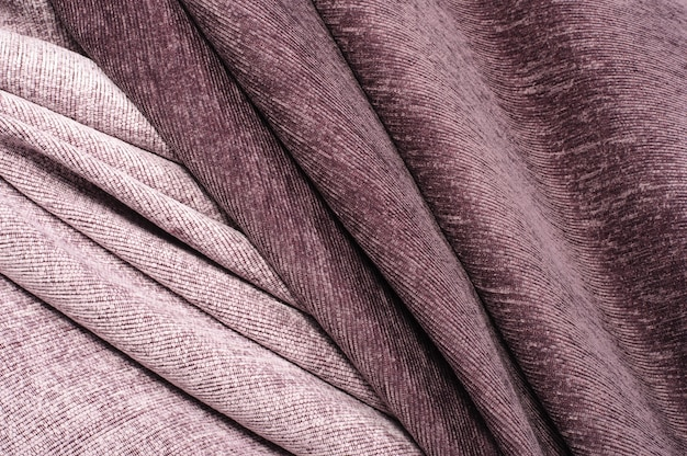Linee astratte, curve, velluto bordeaux e tessuto rosa
