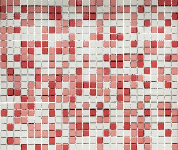 Mosaico astratto in ceramica di colori rosso e bianco