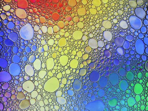 Bolle di sapone multicolori astratte dell'olio dell'acqua struttura mista fondo variopinto