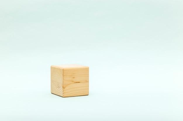 Astratto sfondo pastello con forma geometrica in legno.
