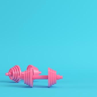 Fondo blu luminoso dei manubri rosa astratti