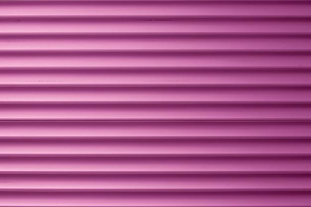 Parete a strisce rosa astratta