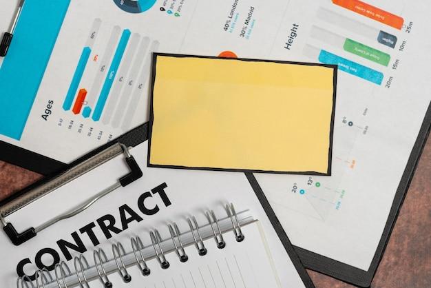 Carta a strappo semplice astratta che mostra un foglio piatto di conspectus di sfondo che presenta un altro sfondo