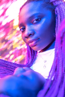 Ritratto astratto di donna afroamericana in stile vaporwave