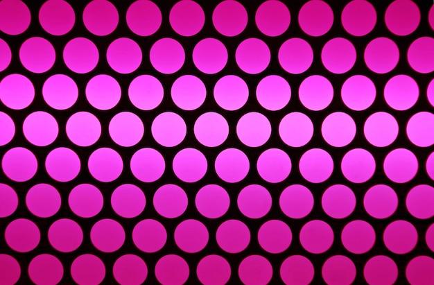 Righe astratte di cerchi sfumati ultra rosa su sfondo nero