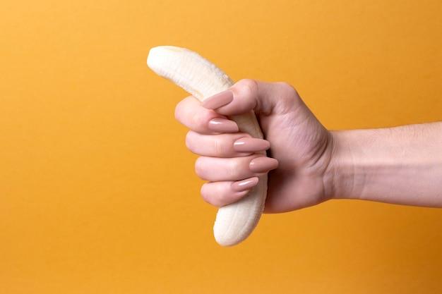 Rappresentazione astratta della salute sessuale con banana