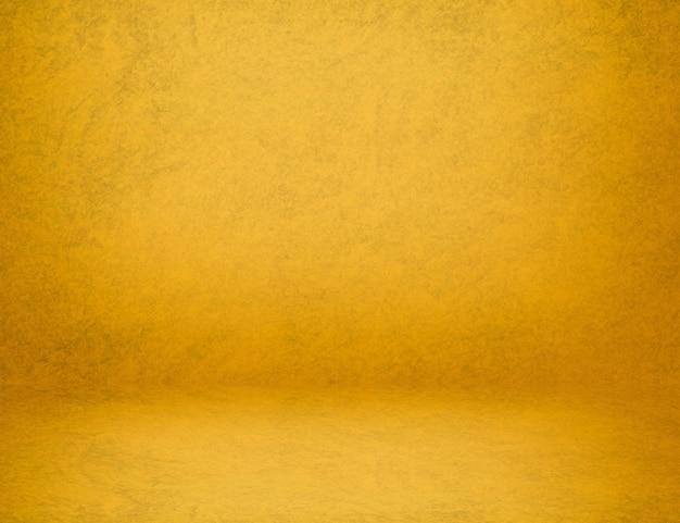 Uso astratto di struttura della pittura del loft del cemento della parete gialla dello studio come sfondo