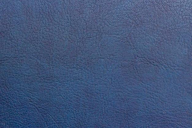 Texture astratta copia spazio in pelle naturale dipinta di blu