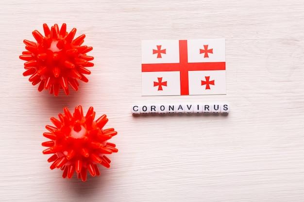 Modello astratto di ceppo virale della sindrome respiratoria mediorientale 2019-ncov coronavirus o coronavirus covid-19 con testo e bandiera georgia su bianco