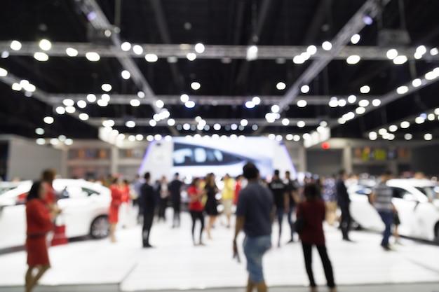 Sfuocatura di abtract la gente nel fondo di evento di manifestazione del motore del centro espositivo