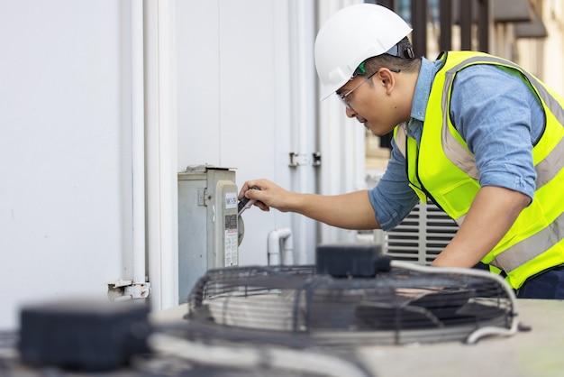 Cambiare l'apparecchio ad aria condizionata controllando le condizioni di pulizia