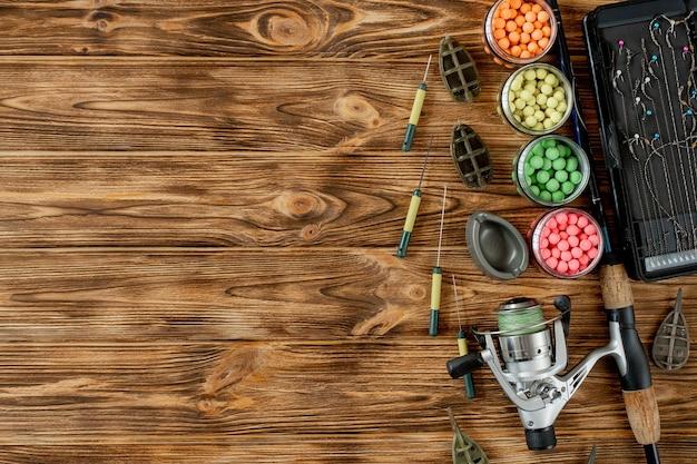 Accessori per la pesca alla carpa e le esche da pesca su assi di legno