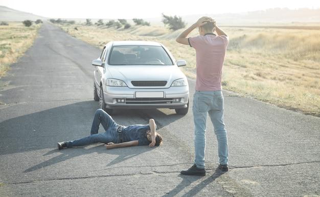 Vittima di incidente. persone, vita, guida in auto