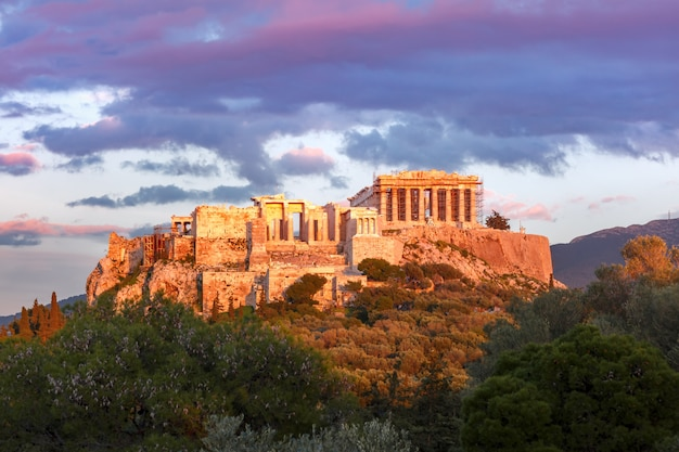 Collina e partenone dell'acropoli di atene, grecia