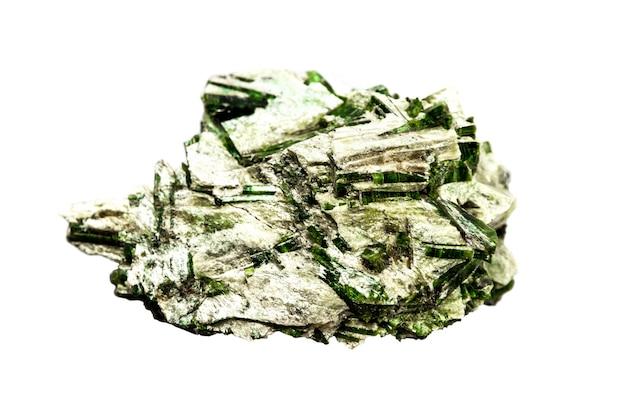 Actinolite in gemma di talco isolata su uno sfondo bianco