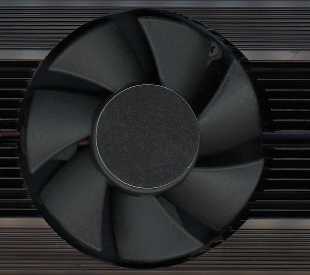 Ventola del computer con raffreddamento attivo