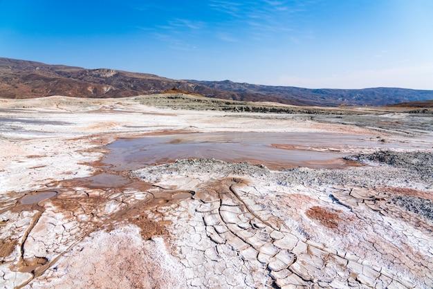Vulcano di fango attivo negli altopiani