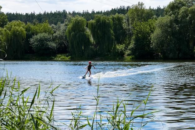 Riposo attivo, wakeboard sul lago