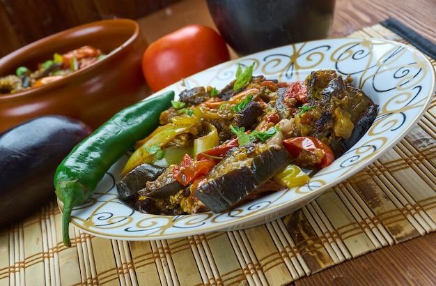 Adjab-sandalo - piatto azero di verdure e carne