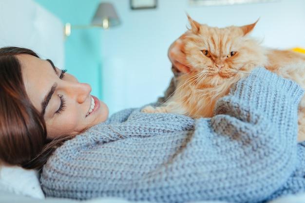 Gatto adottato nella nuova casa
