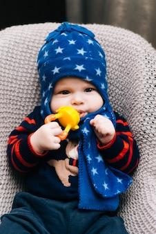 Adorabile bambino bambino mangiare