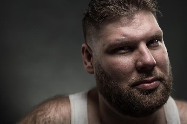 Uomo adulto con la barba
