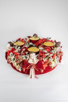 Corona dell'avvento con candele, mini decorazione per la tavola fatta a mano per capodanno, decorazione d'interni dell'albero di natale artificiale