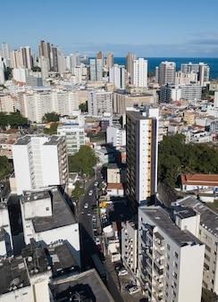 Vista aerea del drone vista degli edifici densità urbana Foto Premium