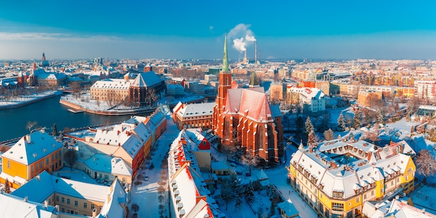 Panorama aereo di wroclaw nella mattina di inverno