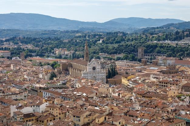 Vista panoramica aerea della città di firenze dalla cupola del duomo di firenze (cattedrale di santa maria del fiore)