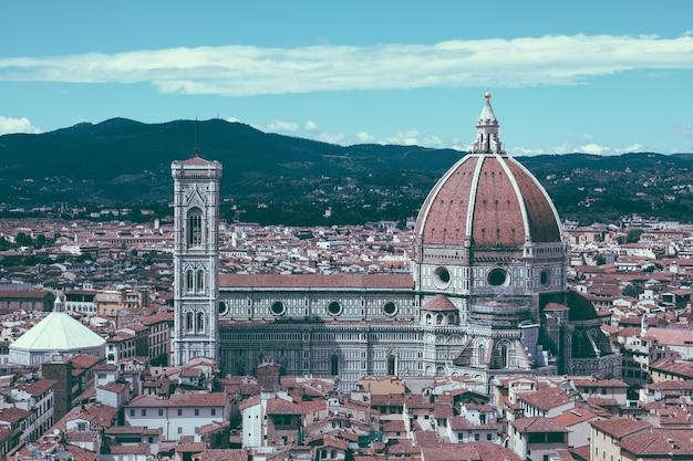 Vista panoramica aerea della città vecchia di firenze e della cattedrale di santa maria del fiore (cattedrale di santa maria del fiore) da palazzo vecchio