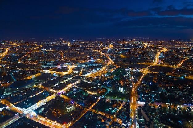Foto aerea di minsk (bielorussia) di notte