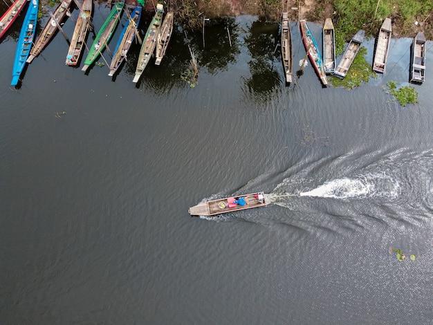 Fotografia aerea di un peschereccio da un drone