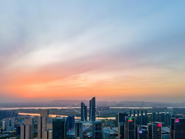 Fotografia aerea del paesaggio architettonico del quartiere centrale degli affari di hexi a nanchino