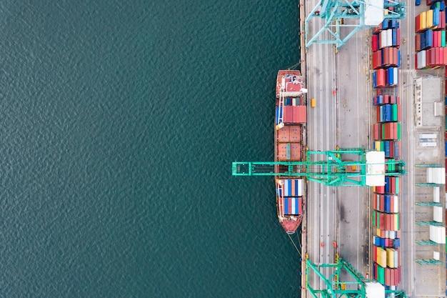 Fotografia aerea del terminal container